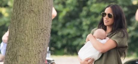 """Le mom-shaming honteux: """"Que quelqu'un apprenne à Meghan Markle comment tenir son bébé"""""""
