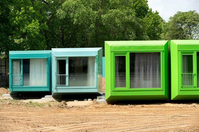 In Veldhoven staan dertig zogenoemde spaceboxen voor spoedzoekers. De minister wil dergelijke manieren van wonen stimuleren.