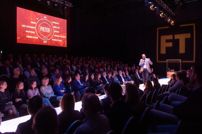 Oud-zwemtopper Pieter van den Hoogenband voert het woord tijdens 'Future Talks' in De Bussel.