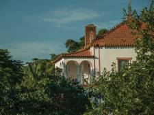 Sam (20) uit Beltrum overleeft val van balkon Portugese villa