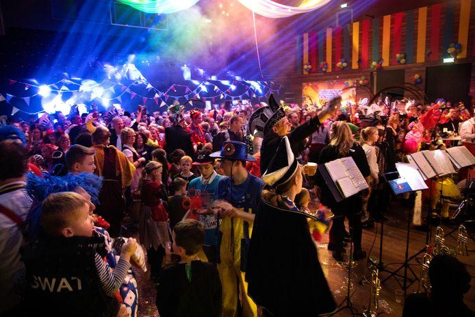 Deurne 2887 Optocht Deurne afgelast alternatief feest in het Cultureel Centrum