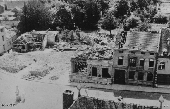 De Duitsers gooiden op 10 mei 1940 de dokterswoning van Georges Caby plat, zijn vrouw Helena en hubn acht dagen oude dochtertje Ghislaine lieten hierbij het leven.