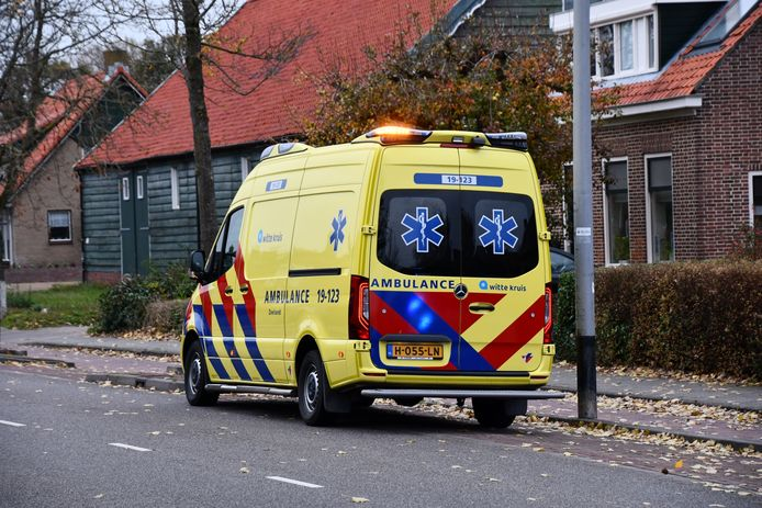Bij een aanrijding met een auto is een snorfietser gewond geraakt in de Gerbrandystraat in Vlissingen.