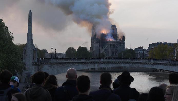 La reconstruction partielle de Notre-Dame de Paris prendre plusieurs décennies, estiment les experts.