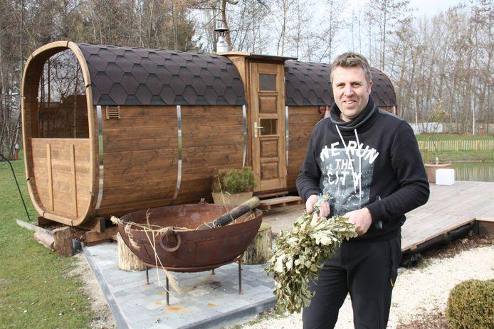 Geert Gentier zet het droomproject verder van zijn overleden vrouw Solvita: een saunacomplex met authentieke Letse berkenrituelen.
