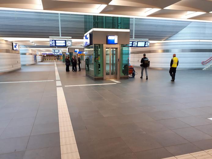Ook Station Zwolle is leeg vandaag.