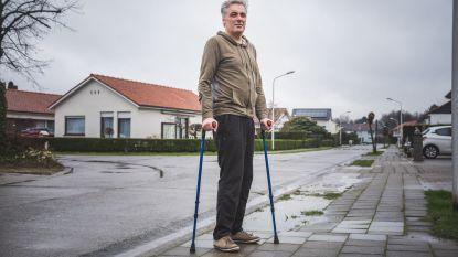 """Christophe (43) overleefde zwaar ongeluk op 'dodelijkste kruispunt van Sint-Kruis-Winkel': """"Hopelijk starten de werken snel"""""""