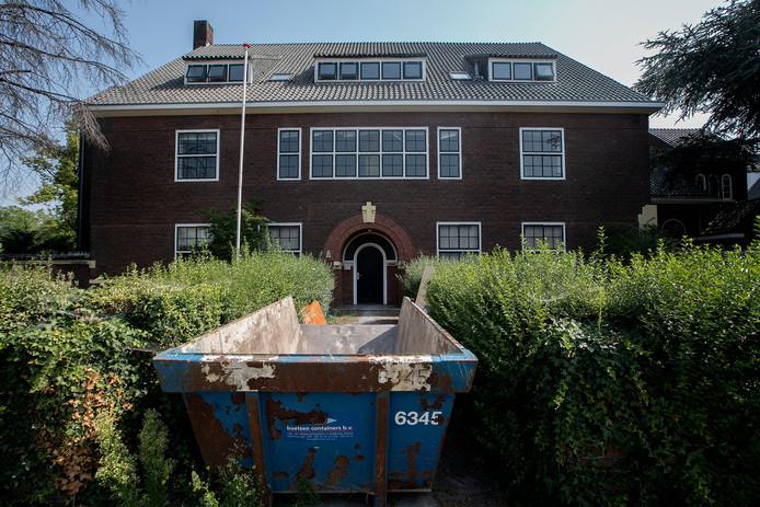 Voormalig Luzac College/zusterhuis aan de Heezerweg in Eindhoven wordt verbouwd tot appartementen en kamers voor beschermd wonen.