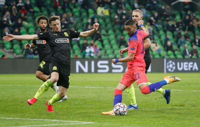 Hakim Ziyech scoort de 0-3 voor Chelsea.