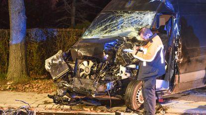 Chauffeur zwaargewond na frontale botsing met tractor