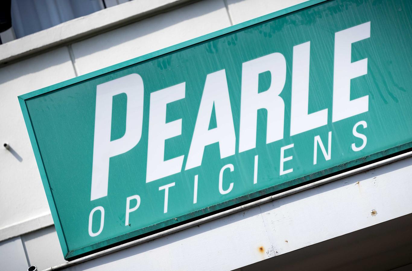 Logo van een vestiging van optiekketen Pearle Opticiens, onderdeel van moederbedrijf GrandVision.
