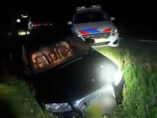 Agenten drukken gestolen Audi van de weg en vinden verstopte bestuurder dankzij politiehond
