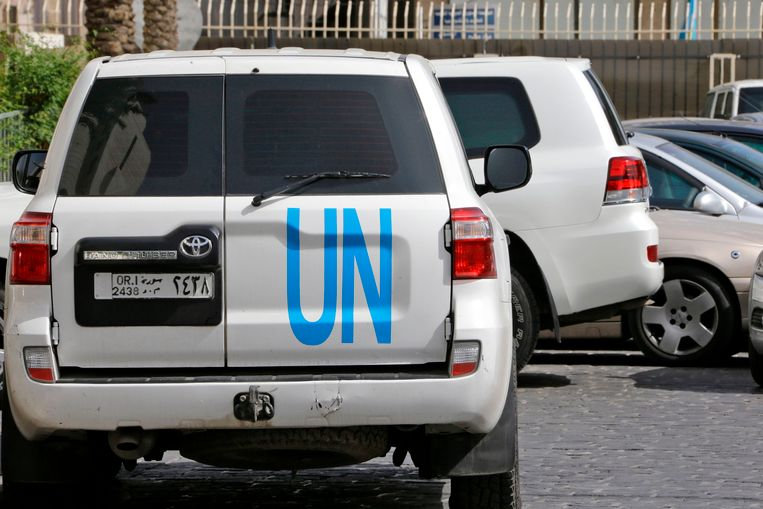 VN-voertuigen voor het hotel waar de OPCW-experts verblijven in Damascus.