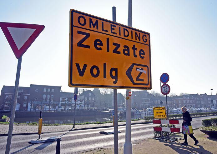 Verkeer van en naar Zelzate moet vanwege de afsluiting al maanden omrijden.
