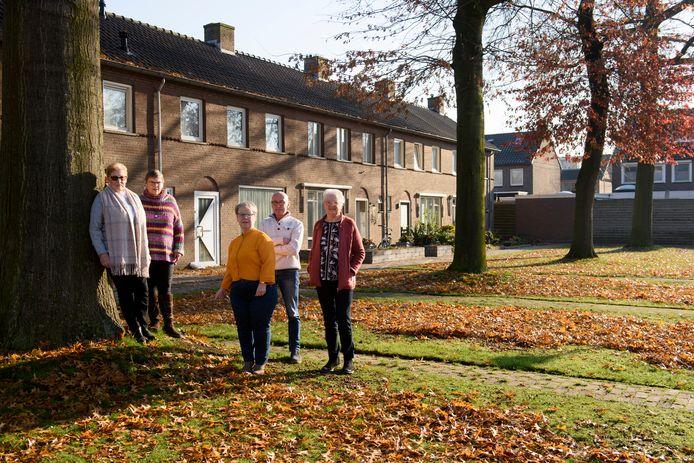 Enkele bewoners in de Jan van Speyklaan te Oirschot.
