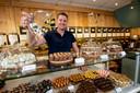 Jaap Matthijssen van de Lochemse Ondernemersvereniging heeft winkel de Pelikaan in Lochem. In dit stadje is amper winkelleegstand: ,,Wij zetten in op sfeer en beleving''.