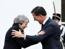 Charmeoffensief van May voor betere brexit-deal begint bij Rutte