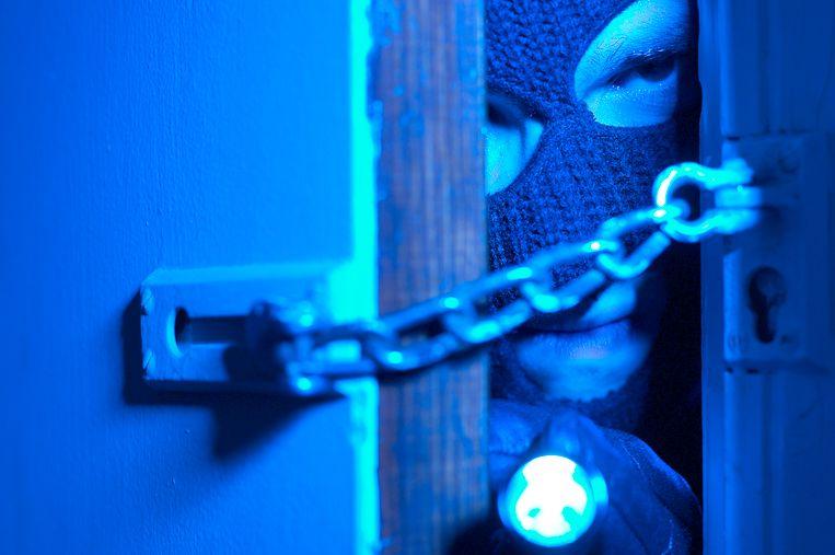 Archiefbeeld. De politie vond in de wagen onder andere een zaklamp, een koevoet en een Engelse sleutel.