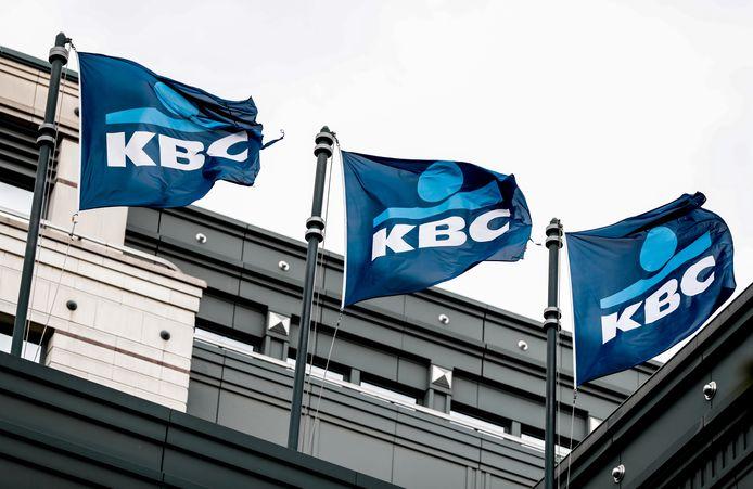 Het parket van Oost-Vlaanderen vervolgt KBC Bank en KBC Groep voor het helpen witwassen van miljoenen euro's zwart geld
