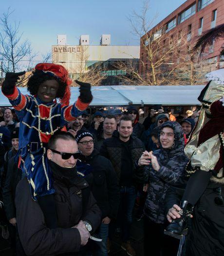 Confrontatie Kick Out Zwarte Piet en hooligans dreigt in Eindhoven