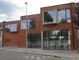 Gemeente gaat samen met Denderstroom zonnepanelen plaatsen op dak De Palaver en Iddergemse school, burgers kunnen mee investeren