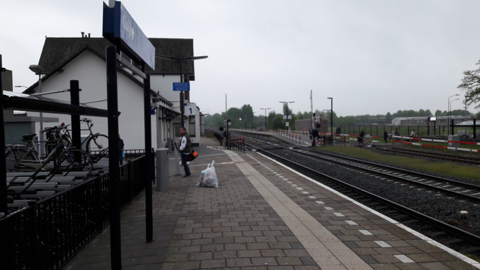 Beeld van station Cuijk, tijdens de staking van maandag 30 april.