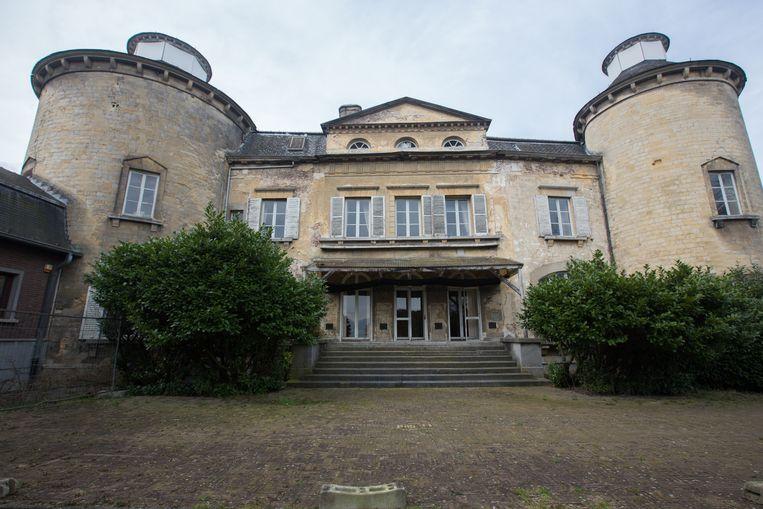 Deze zijde van het kasteel stamt uit de 16de eeuw.