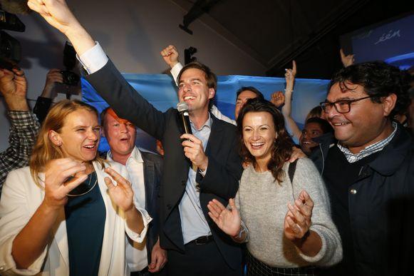 Mathias De Clercq claimt de burgemeesterssjerp waar zijn 'bompa' Willy destijds naast greep.  De liberalen willen een vervolg van paarsgroen enkel op voorwaarde dat hun lijsttrekker burgemeester wordt.