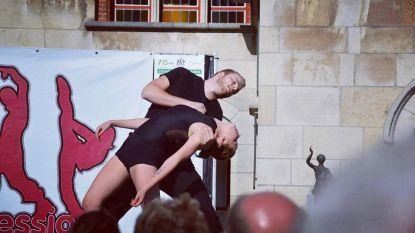 Justine maakt dansvoorstelling The Closet als antwoord op pesterijen tegen homoseksuele broer