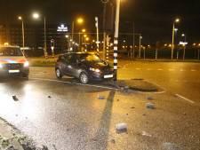 Dronken automobilist ramt paal en wordt aangehouden