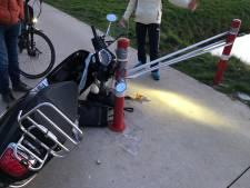 Marijn (20) gaat onderuit met haar scooter door tape over de weg: 'Misselijkmakende grap'