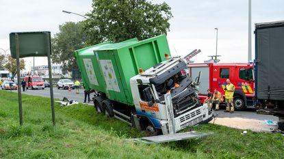 Trucker zwaargewond na klap tegen andere vrachtwagen
