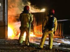 Auto brandt uit op oprit in Helmond