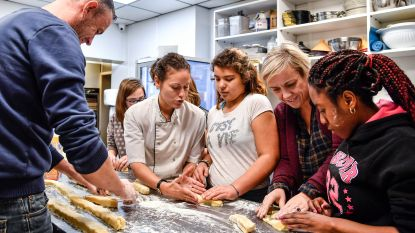 Leerlingen Het Laar bakken koekjes voor paardenhoeve