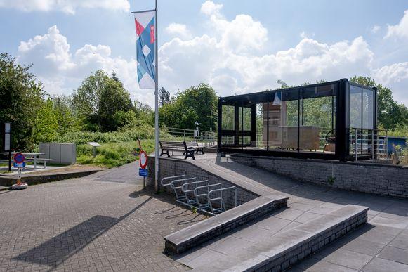 Op de Kaai van Sint-Amands staat voortaan een 'glazen huis' dat wordt ingericht als toeristisch infopunt.