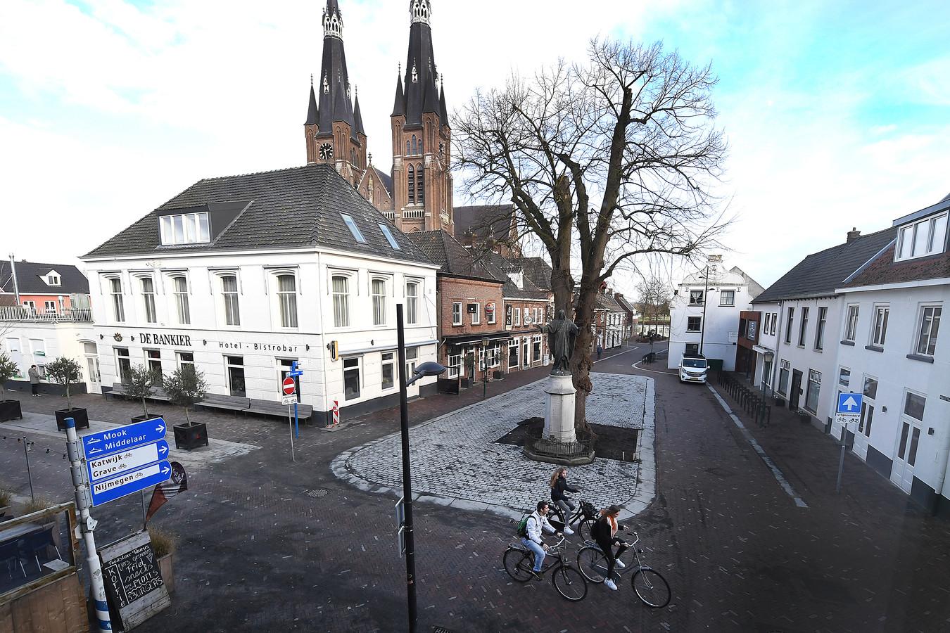 Het Maasplein, gezien vanuit de schouwburg, zoals dat er begin februari bij lag.