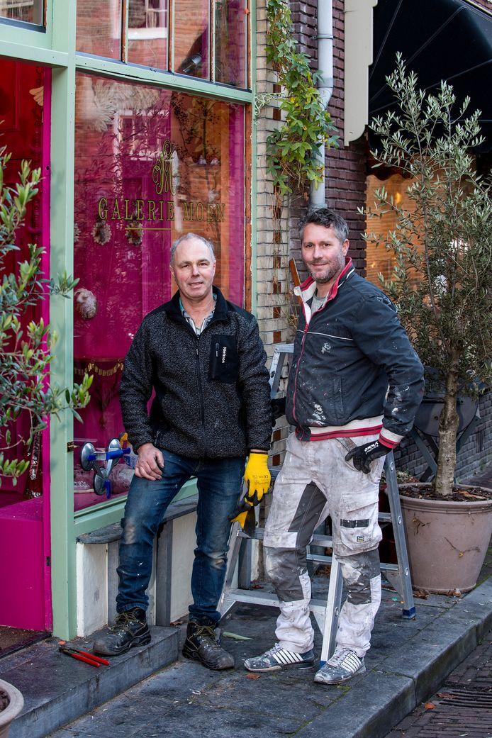 Henri Zomers (links) en Gerwin van Doesburg in hartje Buren