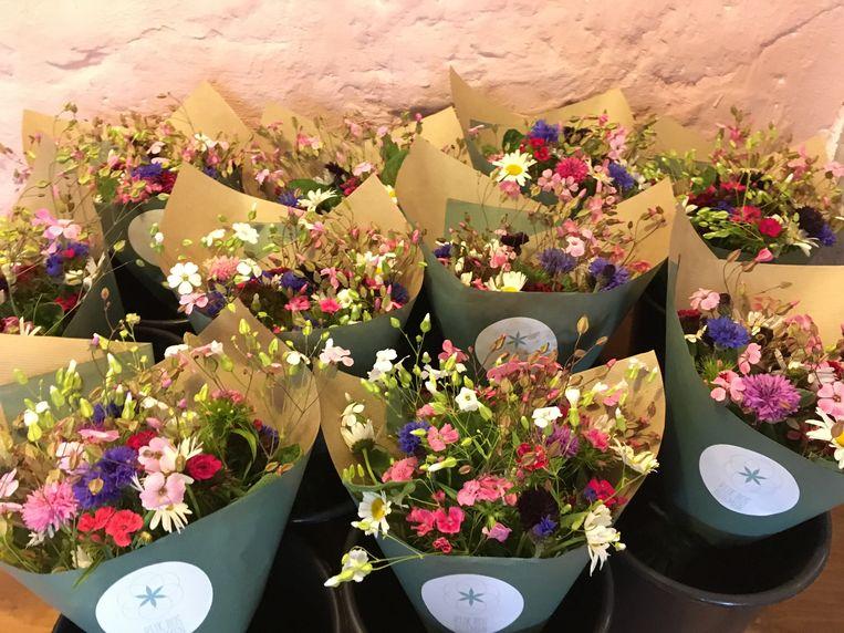 Je kan ook aan de bloemenboerin vragen om een boeket samen te stellen.