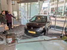 Slot om hek politiebureau tijdens ramkraak op Tielse modezaak: politie liep vertraging op