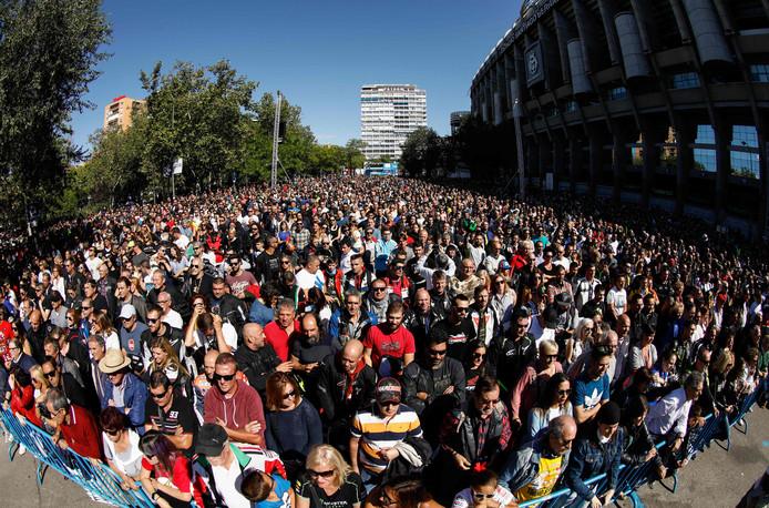 Duizenden motorliefhebbers betuigen hun steun aan Ángel Nieto.