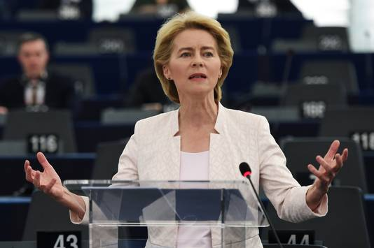 """Ursula von der Leyen: ,,Trots dat hier eindelijk een vrouw staat."""""""