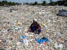 """Le """"trésor"""" d'un village d'Indonésie? Les montagnes de déchets importés"""
