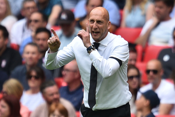 Reading's Dutch manager Jaap Stam gestures on the touchline during the English Championship play-off final football match between Huddersfield Town and Reading at Wembley Stadium in London on May 29, 2017. / AFP PHOTO / Glyn KIRK / NOT FOR MARKETING OR ADVERTISING USE / RESTRICTED TO EDITORIAL USE