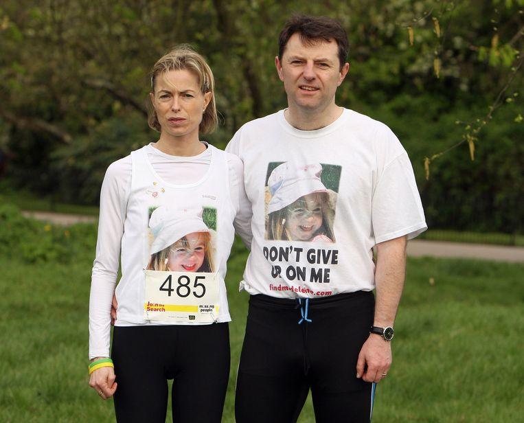 De ouders van Maddie McCann voor de start van een liefdadigheidsloop in 2011.  Beeld AFP
