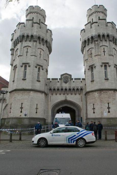 Un hélicoptère détourné par des hommes armés à Anvers, le pilote forcé de survoler les prisons de Bruxelles