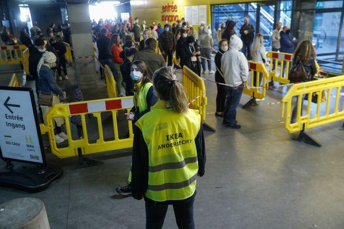 Files chez Ikea à Anderlecht.