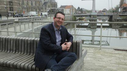 """Steven Van de Putte wordt derde stadsdichter van Deinze: """"Mijn opdracht is dubbel: poëzie promoten bij de Deinzenaren en Deinze promoten door middel van poëzie"""""""
