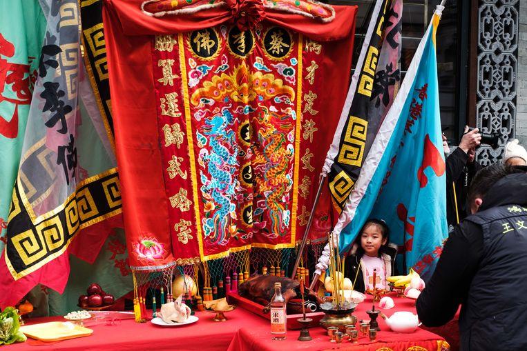 Het Chinese Nieuwjaar wordt in Chinatown ingeluid met veel dansen, vuurwerk en draken.