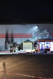 Brand bij speelparadijs Monkey Town in Wijchen, brandweer rukt groots uit