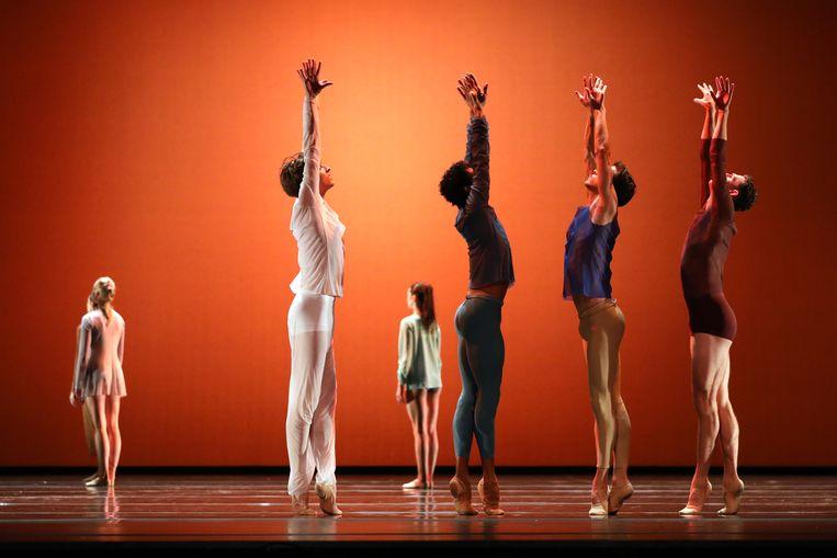 'L'autre côté' van choreograaf Sedrig Verwoert door dansers van Het Nationale Ballet. Beeld Hans Gerritsen
